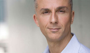 Vincenzo Paolino als Dr. Age auf Radio 1