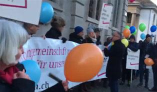 queerAltern-Demo Rathaus: Video und Presseartikel