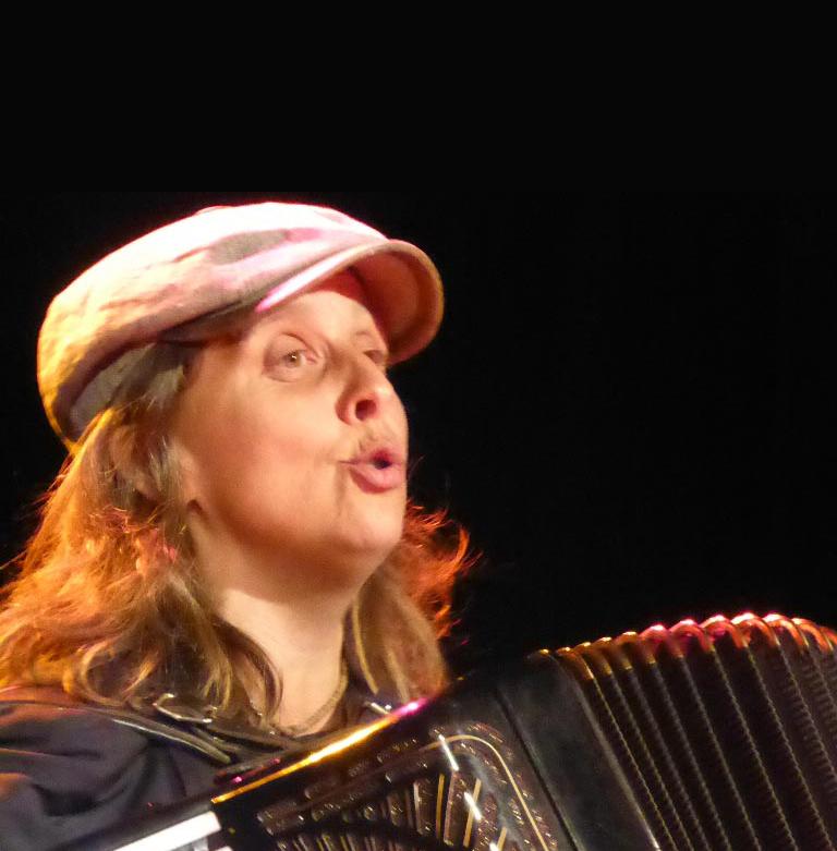 Olga Tucek singt liederliche Lieder